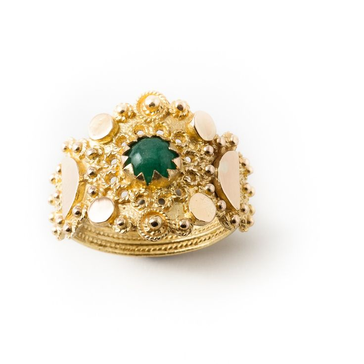 This is one of my favourite ring. ( which is saying a lot !! ). Handcrafted by Loredana Mandas, expert goldsmith in fine gold filigree. loredanamandas.com