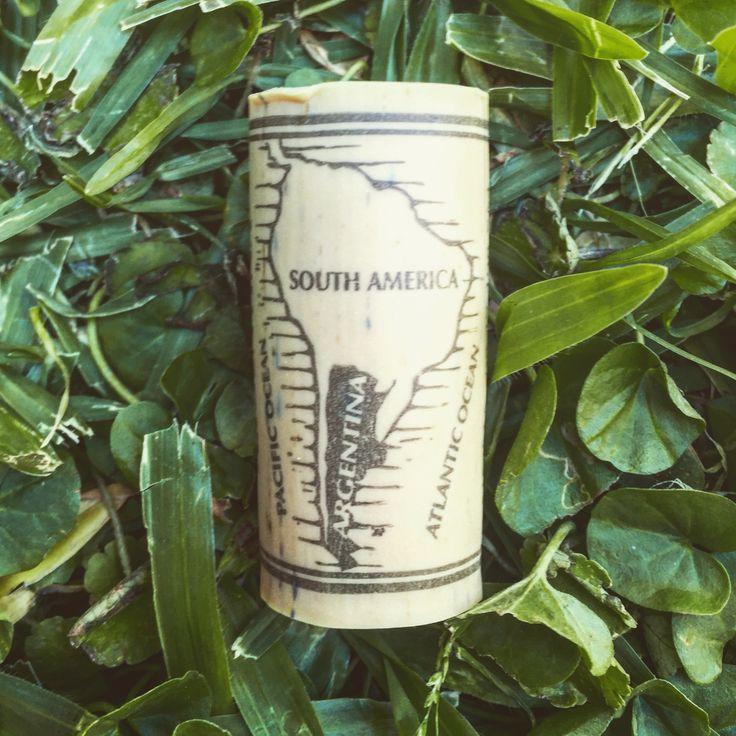 Todos nuestro #productos son fabricados e ideados #100x100 en #argentina en #madera #ecologicas para #simplificatuvida . Feliz #domingo para todos. #mardelplata #wooden #notebook #relax #freelance #vinotinto #asado #love #amigos #friendstime