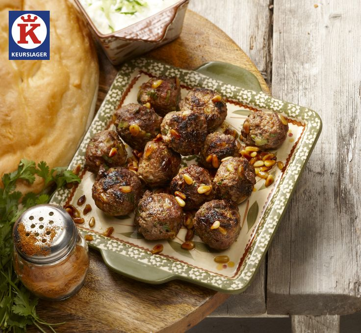 Turkse lamsgehaktballen Heerlijk gekruide gehaktballen. Lekker met bijvoorbeeld tzatziki en vers Turks brood!