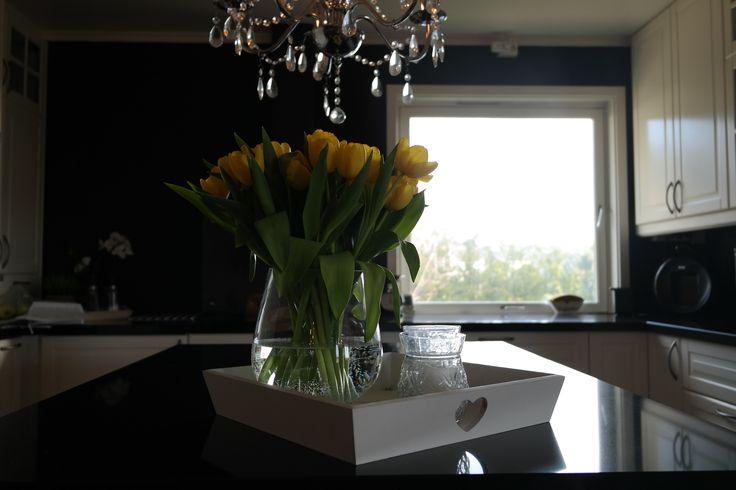 Yellow tulips <3  #kitchen #tulips #kjøkken #buadekor #spring