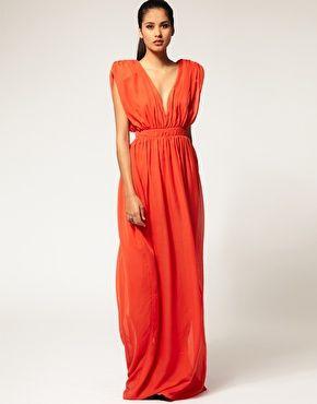 Love the fit!  Aqua Fleetwood Gathered Maxi Dress