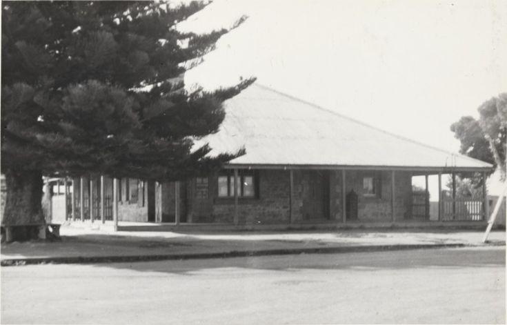 BA1289/55: Esperance Post Office, 1941 http://encore.slwa.wa.gov.au/iii/encore/record/C__Rb4537944?lang=eng