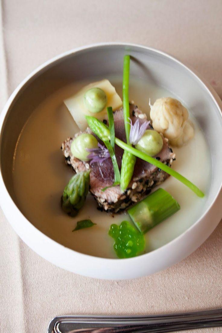 Kort gebakken tonijn, aspergemousse, asperges - Hap en Tap !