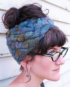 A one-skein entrelac turban inspired by Little Edie Beale of Grey Gardens - free pattern