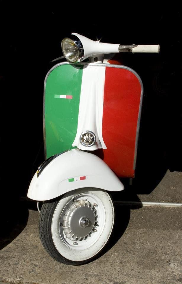 Italian flag (Vespa). Inspiration for Model Under Cover. http://www.carinaaxelsson.com