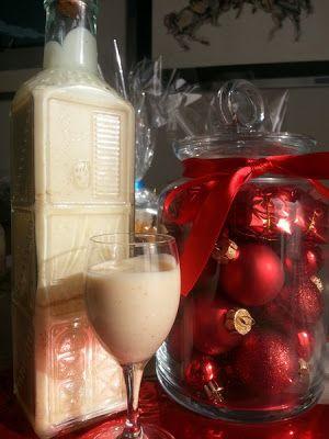 Il quaderno di Chiaretta: Liquore al torrone. Il liquore al torrone è delizioso, cremoso e dolce ma non troppo, con un inconfondibile sapore di torrone che lo rende adattissimo a concludere un pranzo o una cena durante le Festività natalizie. I vostri ospiti ne rimarranno piacevolmente sorpresi e vi chiederanno la ricetta!! E' consigliabile prepararlo almeno 2-3 settimane prima di Natale, in modo che i sapori si fondano bene. Va conservato in frigorifero e servito ben freddo.