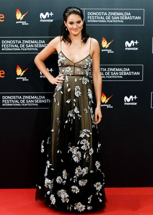 Shailene Woodley attends the red carpet of 'Snowden' premiere during the 64th San Sebastian International Film Festival at Kursaal Palace on September 22, 2016