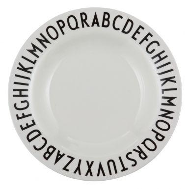 Snygg barntallrik i melamin från Design Letters.  <span style=font-size: small;>Typografin på denna snygga melaminetallrik är tecknad av den världsberömda danske arkitekten Arne Jacobsen (1902-1971). Bokstäverna är ursprungligen skapade till Århus Rådhus 1937, och kan fortfarande ses på skyltar där i dag. Nu kan du ta del av Arne Jacobsens eleganta typografi på dessa söta tallrikar. </span>  <span style=font-size: small;>En mycket uppskattade dopgåva, kanske ihop med en matchande mugg med en…