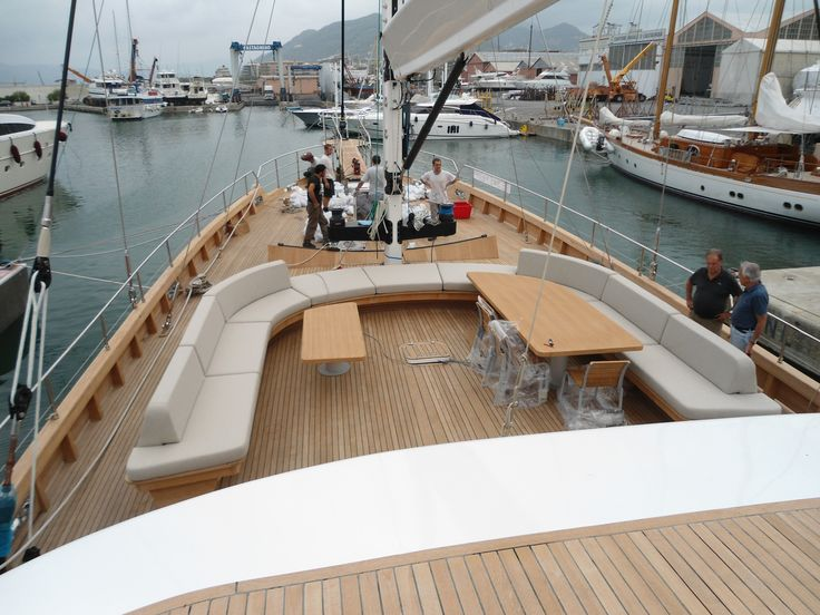 Divano tuga barca cantiere Castagnola Lavagna eseguiti da Arredamenti Carbone Chiavari.
