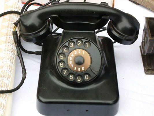Czarny..jak telefon. Tak się gadało..
