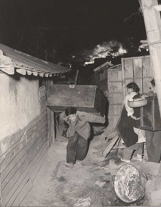 Korean War, attack on Seoul. Trying to save what can be saved.