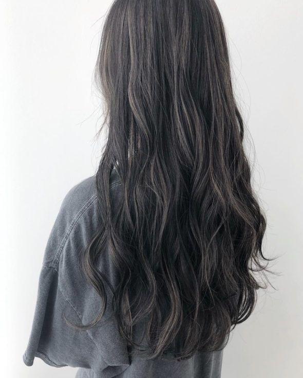 派手すぎない 人気のダークカラー Kanako ヘアカラーダーク ヘアスタイリング ハイライト 黒髪