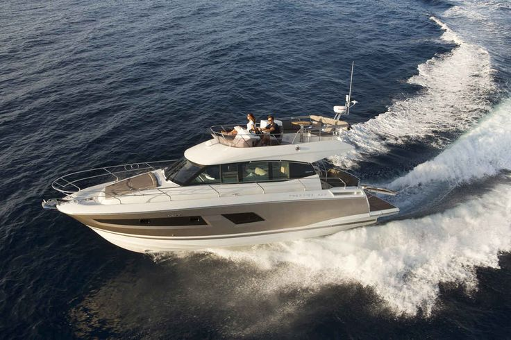 Prestige's 420 Fly is a first-rate midsize yacht built to bring families together.