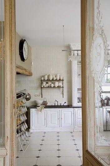 În Anvers, Belgia, doi soți pasionați de antichități au transformat o fabrică din 1902 într-o locuință plină cu obiecte de artă și pi...