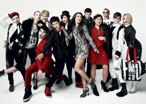 Glee cast in Vogue. Lookin' fly like always. @DiannaAgron @NayaRivera @CoryMonteith @NayaRivera @MsAmberPRiley @Ashley_Fink @Mark_Salling @JennaUshkowitz @msleamichele @druidDUDE @DarrenCriss @chriscolfer
