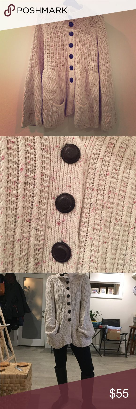 Roxy knitted thick cardigan/sweater 62% Acrylic, 18% Lambswool, 20% Polyamide super warm great for winter or chilly evenings, hardly worn Roxy Sweaters Cardigans