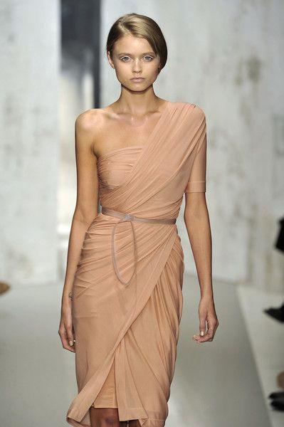Donna Karan  Nude Dress #2dayslook #sunayildirim #lily25789 #NudeDress  www.2dayslook.com