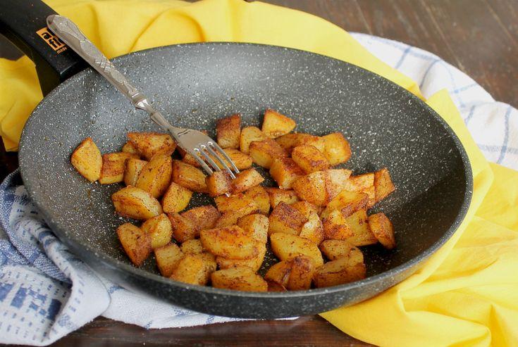 Patate alla paprika in padella Facilissime, velocissime. Croccanti fuori e morbide dentro. Saporite, appetitose, aromatiche. Il contorno è servito! Patate
