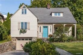 Find houses for sale in Los Angeles at The Bienstock Group.