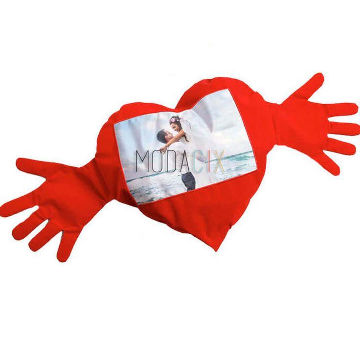Fotoğraf Baskılı Sevgiyle Kucaklayan Kalp Yastık #love #cute #heart