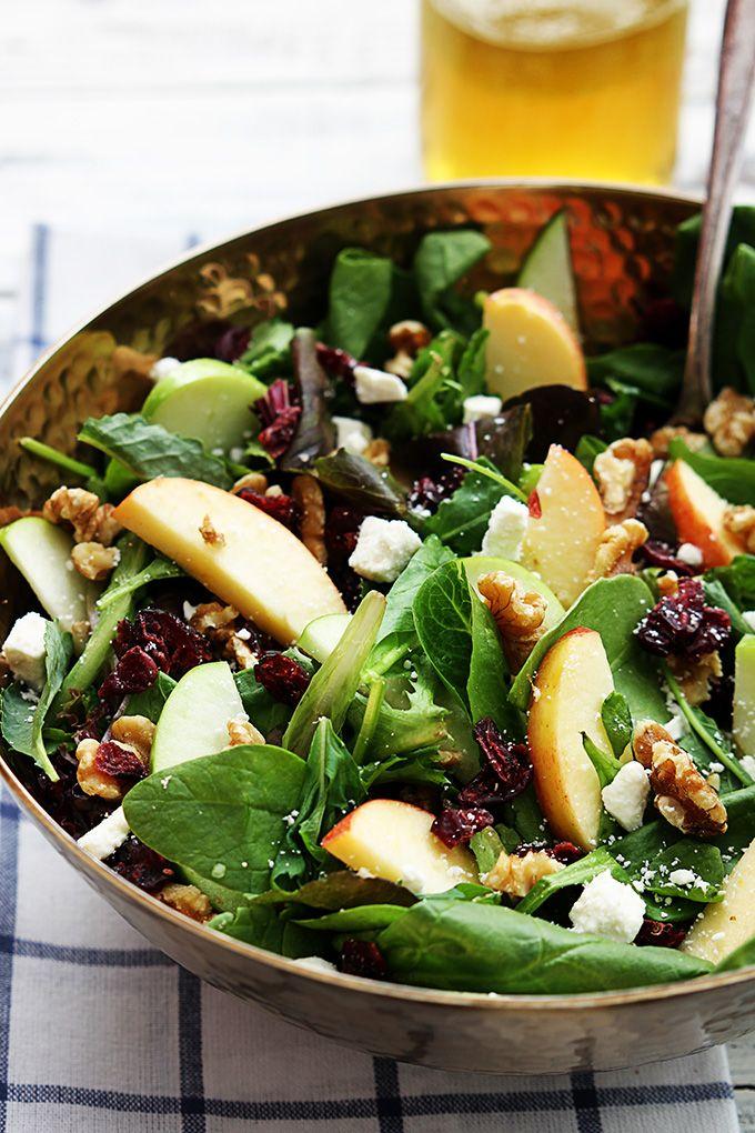 12 SP APFEL-CRANBERRY-WALNUSS-SALAT  für 5 Portionen: -12 handvoll Salatmischung - 1 grüner Apfel - 1 roter Apfel - 6 EL Walnüsse - 90g Feta 9% Fett - 6 EL Cranberries, getrocknet - 237ml Apfelsaft - 4TL Apfelessig - 2TL Honig - Salz & Pfeffer - 60ml Olivenöl