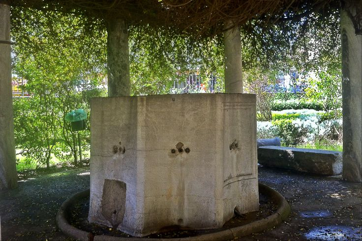 A beautiful plant-covered fountain in the yard of Rotunda.  (Walking Thessaloniki, Route 04 - Galerius)