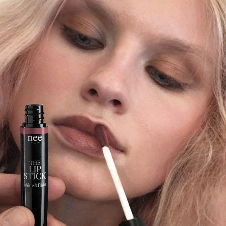 The Lipstick Matte & Fluid (24,00€)  Deze vloeibare creme lipstick combineert een over THE TOP kleurpigment met  een fantastische en langdurige dekkracht.