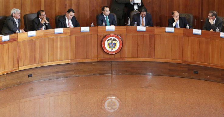 Semana.com revela los detalles de la reunión de los nueve magistrados de la Corte Constitucional, de donde salió un tibio comunicado.