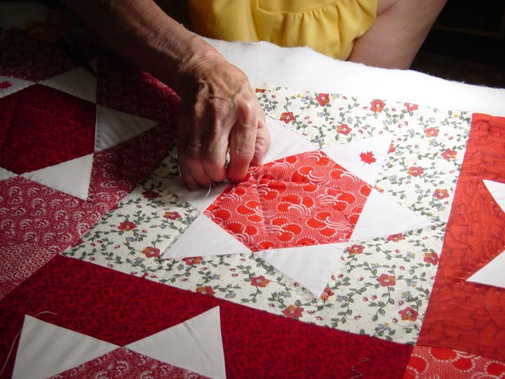 How do Amish women make such tiny stitches in their quilts? Keep reading to find the answer from our Amish Scribe!