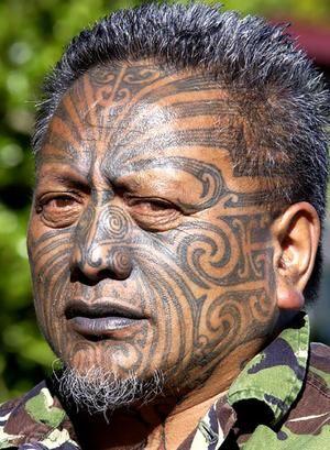 maori new zealand | Il est possible de voir de nos jours ces antiques tatouages tribaux ...