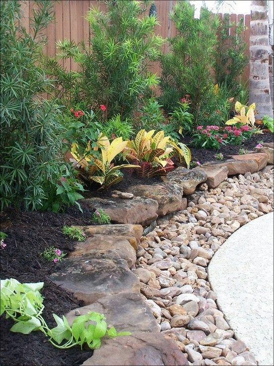 Layered Rock Border ~ This Really Looks Attractive As A Border For A  Flowerbed. Het Good Idea For Pool Border