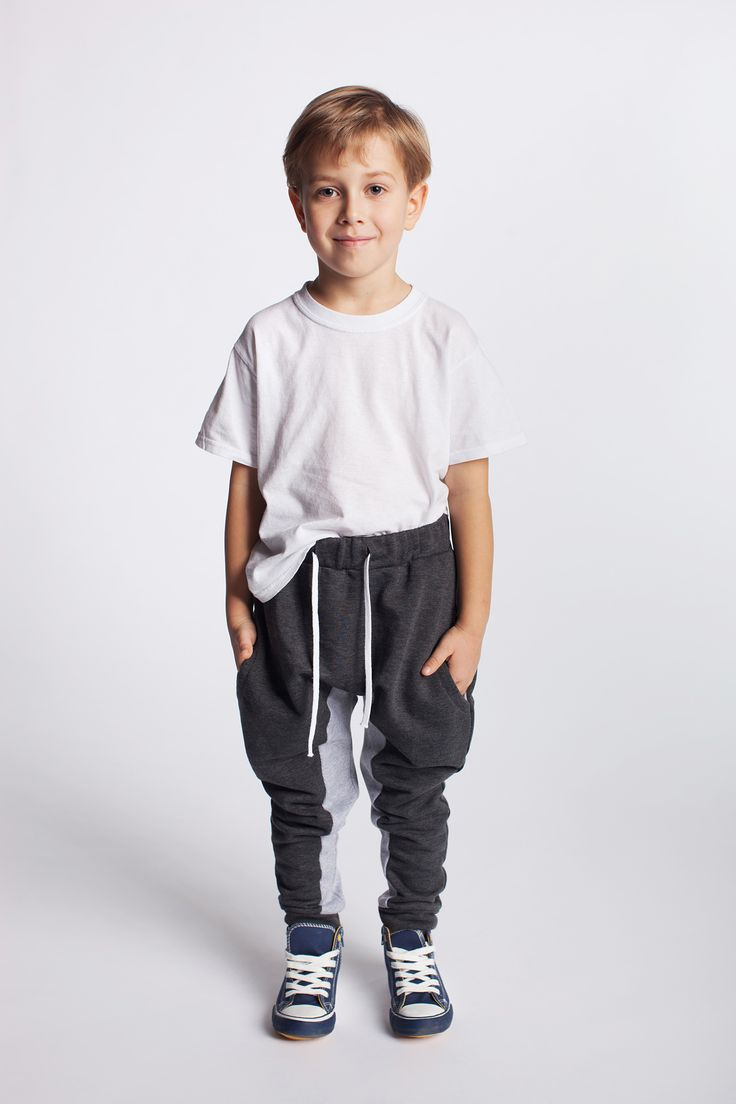 Chłopięce spodnie dresowe z bawełny. https://kids.showroom.pl/dziecko/49446,dodo-spodnie-chsp08