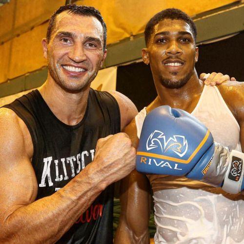 #EddieHearn refutes #DavidHaye's claim that #AnthonyJoshua vs #WladimirKlitschko is 'done' http://www.boxingnewsonline.net/eddie-hearn-refutes-david-hayes-claim-that-anthony-joshua-vs-wladimir-klitschko-is-done/ ➡️LINK IN BIO👆🏻 #boxing #BoxingNews...