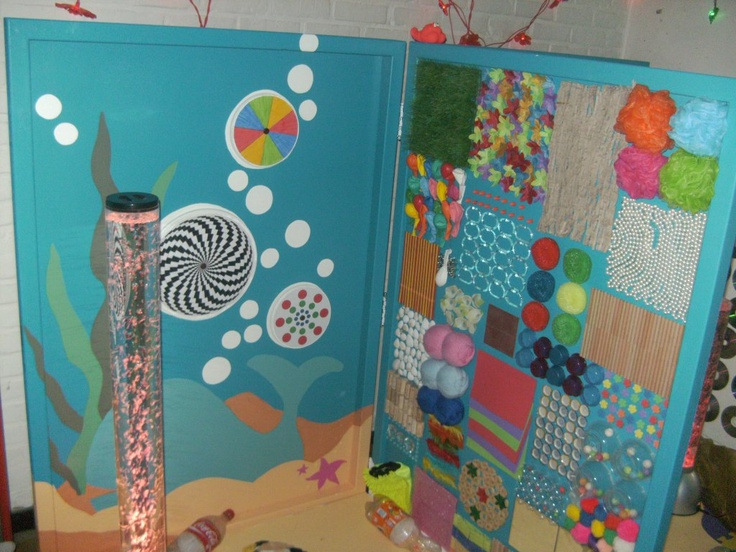 DIY your own portable sensory wall. Here is one for inspiration. Feeling wall with all kinds of different textures to discover // snoezel: voelwand