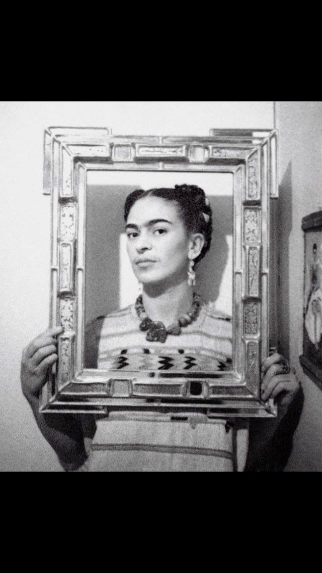 Frida selfie