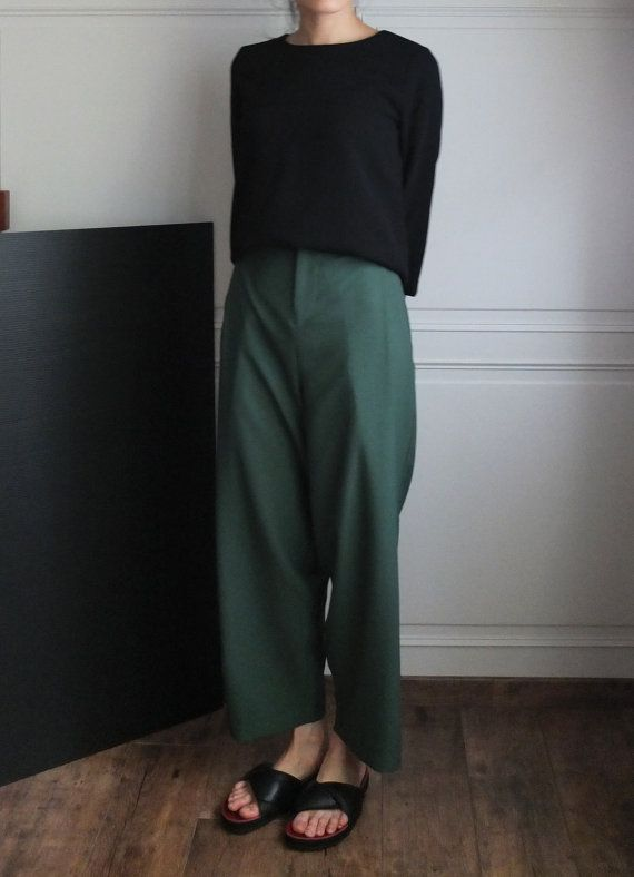 casual outfit: oversized wide-legged crop trousers