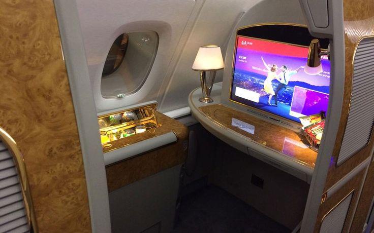 Na primeira classe cada um tem sua cabine no A380 (Foto: Vivian Reis/G1)