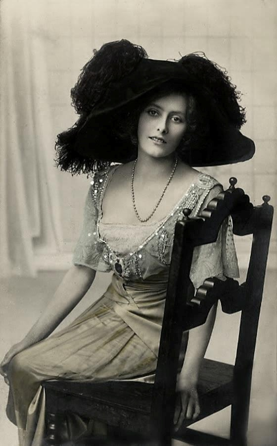 feathered hat from 1910s - beading necklaces, silhouette dress showing neck and arms. I pinned it because i like the model's face, the dress she wear and her hat