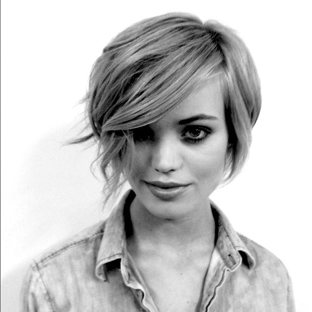 beautiful short haircut @Celeste Bens  this made me think of you!