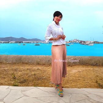 An experience of lifetime only in Ibiza Island- and nothing would have been possible without my #PorsciaYeganeh #beachbag and #RomanColosseum dress shirt!