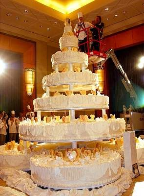 25 Best Ideas About Huge Wedding Cakes On Pinterest