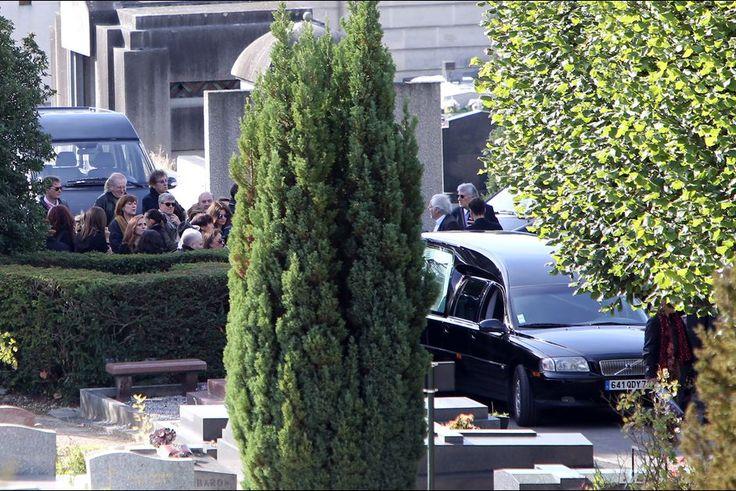 Le dernier adieu à Guy Béart  http://www.parismatch.com/Culture/Musique/En-images/Le-dernier-adieu-a-Guy-Beart-832127#832129