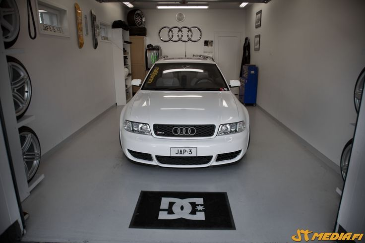 Gloss white wrapped Audi RS4 by http://shop.eteippi.fi/