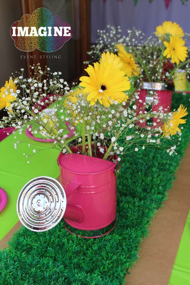 Peppa Pig birthday party centerpiece! See more party ideas at CatchMyParty.com!