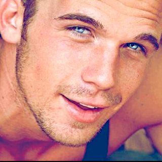 Cam Gigandet... those pretty blue eyes