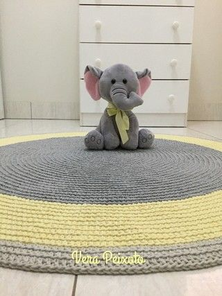 Tapete de crochê redondo cinza e amarelo - baby João - 1 metro