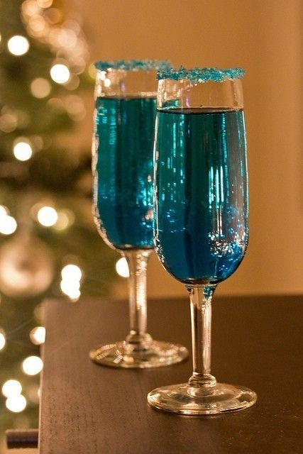 Blue Sparkling Star Champagne Cocktails for New Year's Eve Party:  2 ounces orange-infused vodka and 2 ounces blue Curaçao Champagne <3