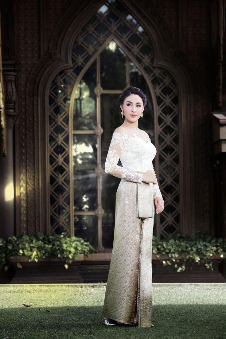 Traditional Thai Wedding Dress ชุดไทย - แต่งงาน