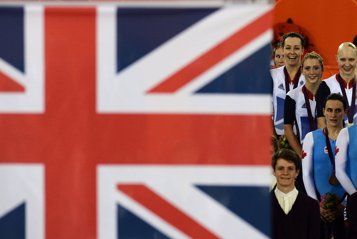 The English Dani King (in the background), Laura Trott (middle) and Joanna Rowsell (right) on the podium after winning the gold medal and set a new world record in the women's pursuit team, the August 4. Credit: Carl De Souza / AFP - Le Monde