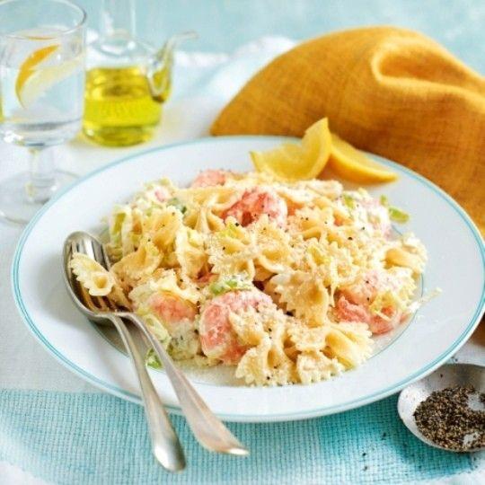 Паста с луком-пореем, креветками и сливочным соусом